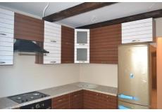 Кухня с горизонтальными шкафами