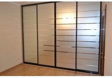 Встроенный шкаф зеркало с пескоструйными полосками