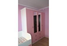 Бело-розовый шкаф