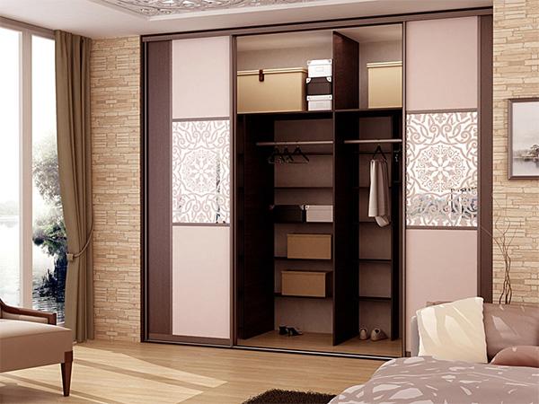Преимущества использования шкафа с раздвижными дверями